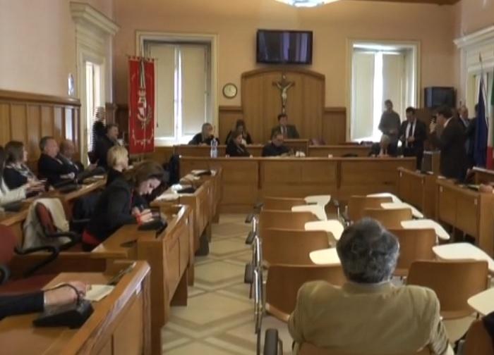 Benevento. Il Consiglio Comunale in pratica privatizza l'acqua affidandola a Gesesa
