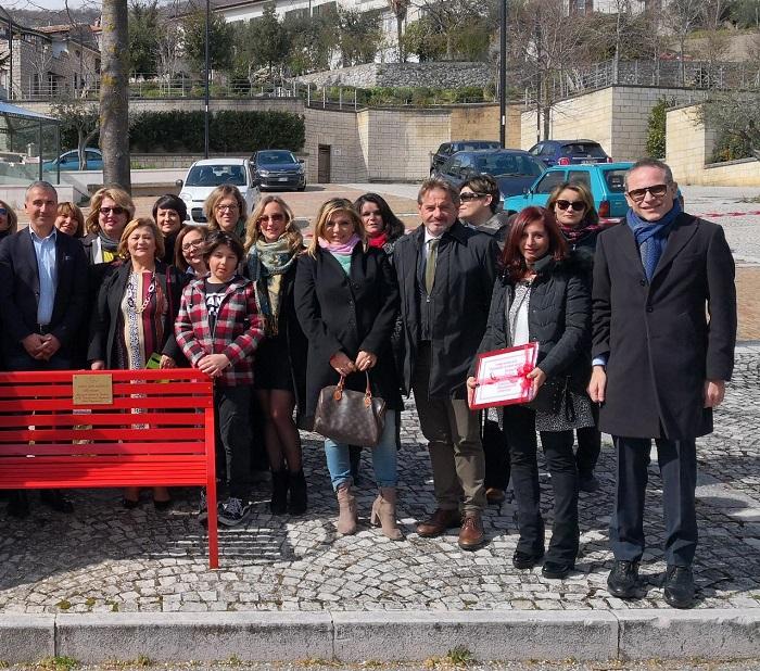 Vitulano. Installata una panchina rossa per la violenza contro le donne