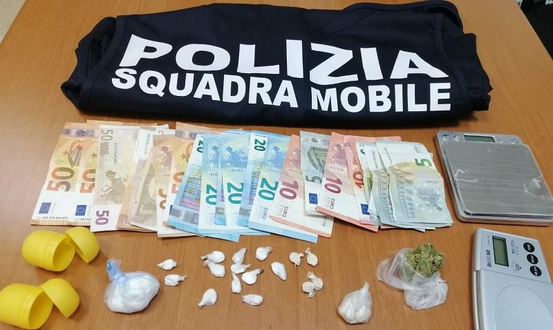 Deteneva stupefacenti in uno scantinato: arrestato dalla Polizia