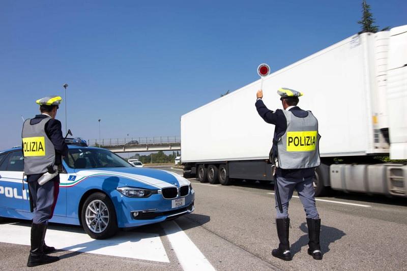 Controlli a tappeto della Polizia Stradale: boom di auto non revisionate e senza assicurazione.