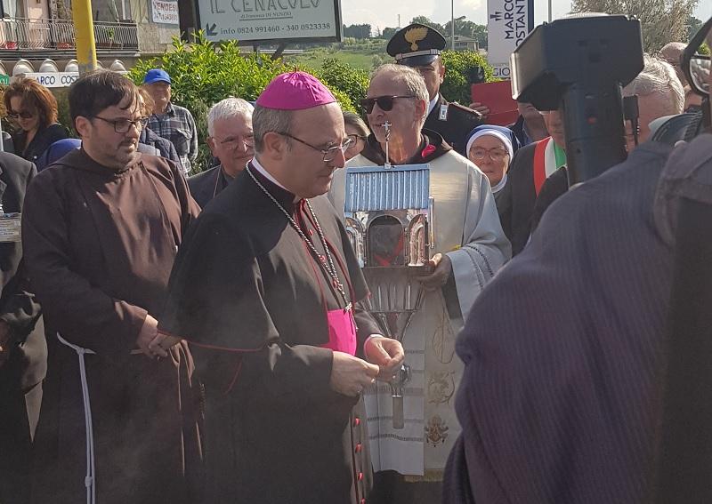 """Tutta Pietrelcina """"abbraccia"""" il Cuore di Padre Pio."""