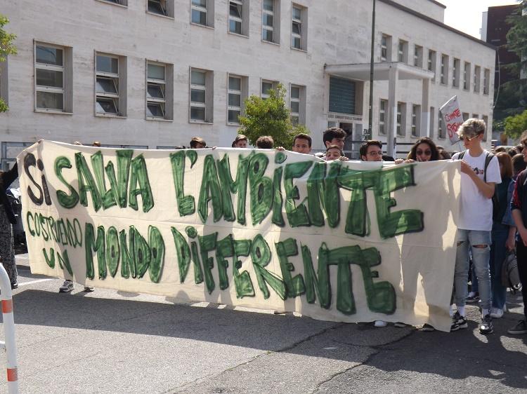 FridaysForFuture,domani corteo organizzato dall'Unione degli Studenti