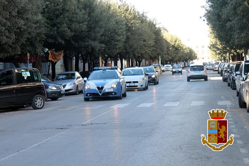 Controlli anti-prostituzione, gli agenti della Polizia di Stato sanzionano un cliente e una cittadina rumena
