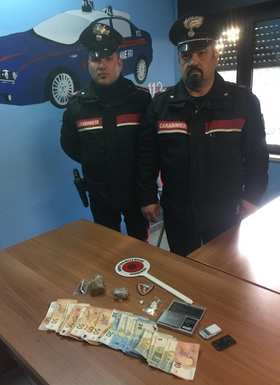 Paolisi (Bn):  Carabinieri arrestano in flagranza di reato 50enne per spaccio di sostanze stupefacenti.