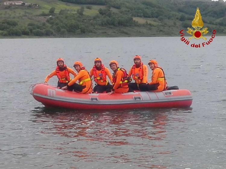 Comando Provinciale Vigili del Fuoco. Esercitazioni della squadra soccorso acquatico