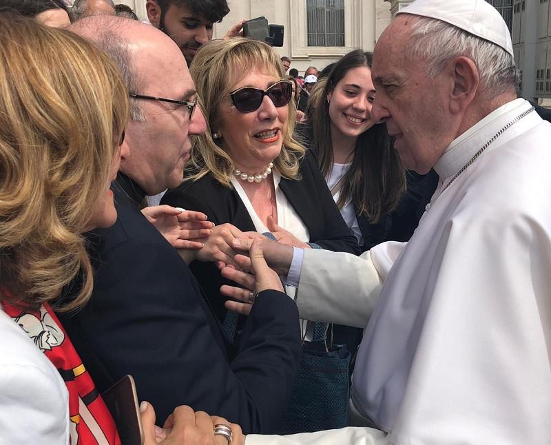 """L'Associazione culturale filosofica """"Stregati da Sophia"""" abbracciata dal sorriso di Papa Francesco"""