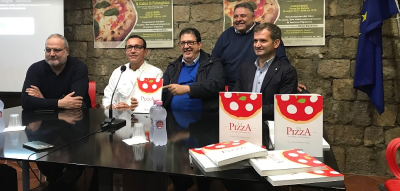 Gino Sorbillo e Luciano Pignataro hanno chiuso la terza edizione de La Vendemmia dei Libri