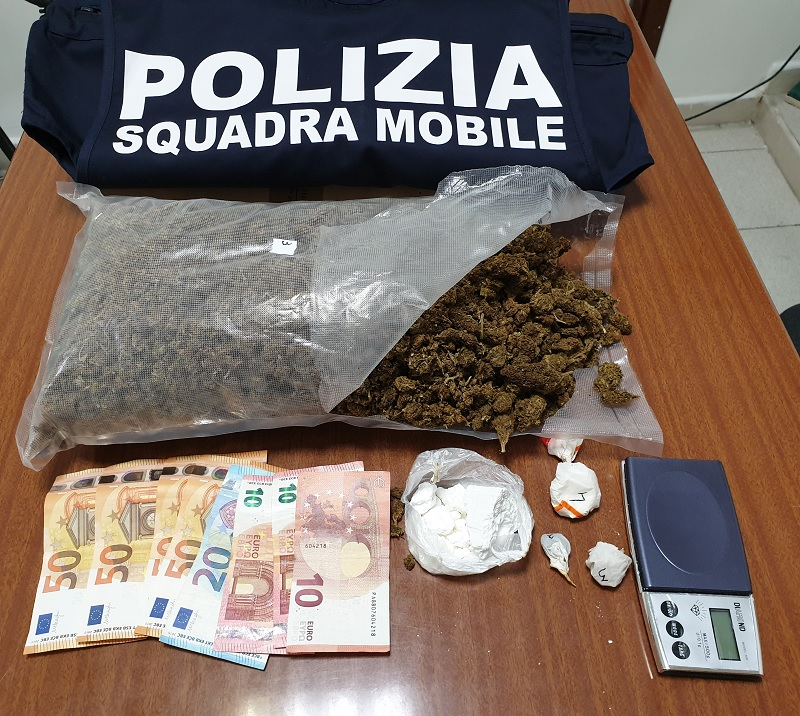 Trasportava cocaina in città: arrestato dalla Polizia