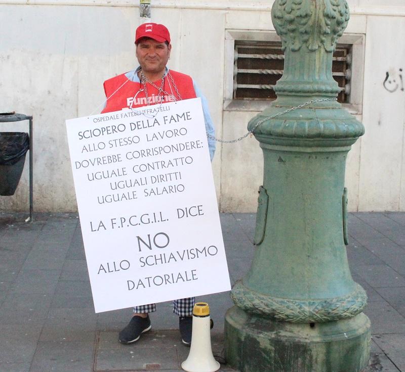 Ausiliari del Fatebenefratelli. Sindacalista per protesta si incatena davanti la Prefettura