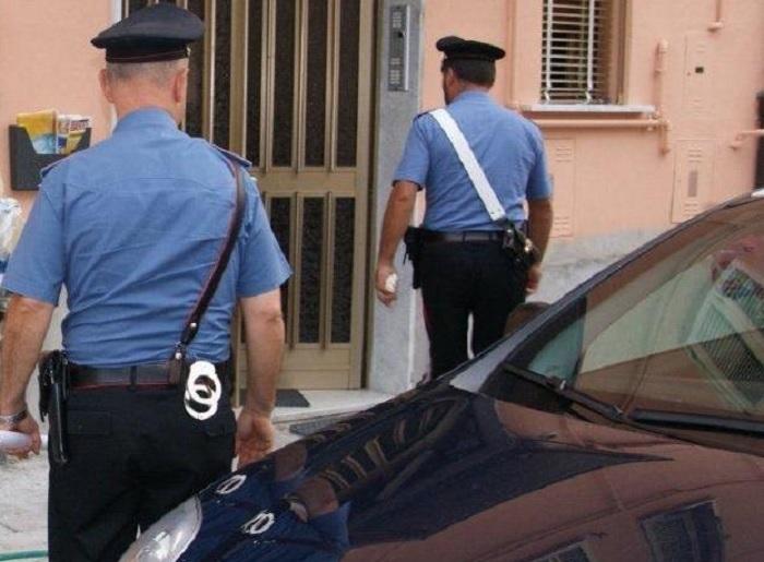 Benevento: tenta di sciogliere parte di stupefacente nel bagno.Oppone resistenza, ma viene arrestato.