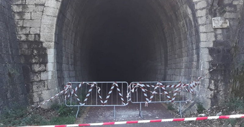"""Pista ciclopedonale """"Paesaggi sanniti"""": chiusa la galleria di Pantano per caduta calcinacci"""
