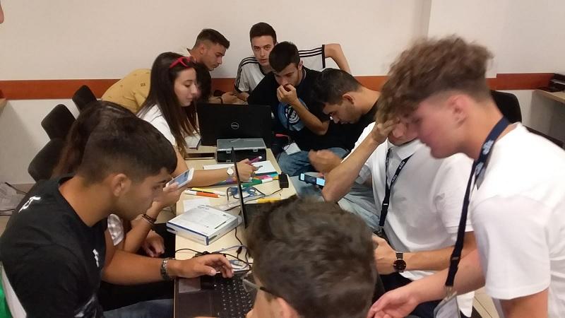 I giovani del Summer Camp ELIS-ACEA progettano l'innovazione ecosostenibile.