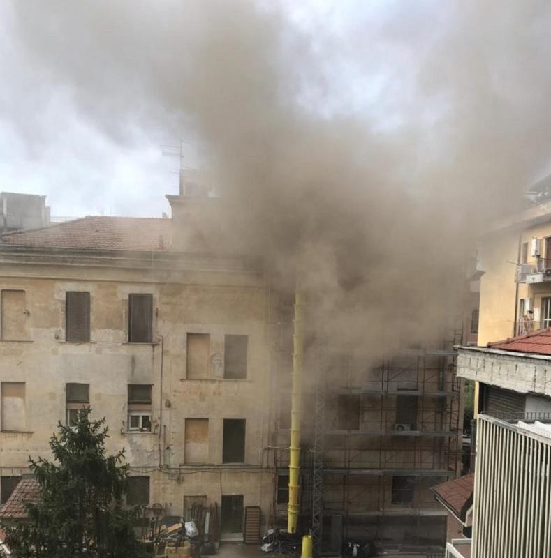 Benevento. Incendio al Viale Principe di Napoli