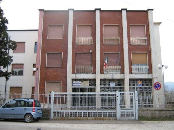 """Airola. Scuola """"Vanvitelli"""", abbattimento e ricostruzione"""