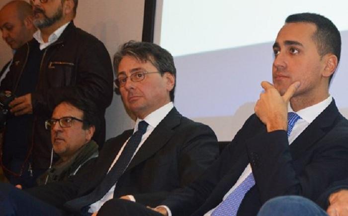 Il senatore del Movimento 5 Stelle Ugo Grassi, all'indomani dell'incendio alla ICS di Pianodardine.