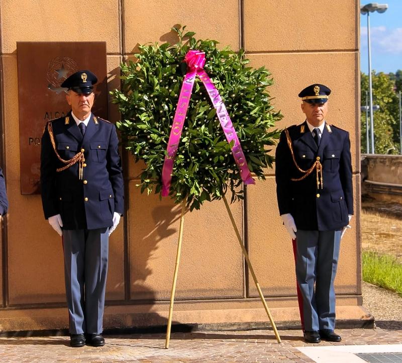 Benevento. La Questura rende omaggio ai due poliziotti uccisi a Trieste.