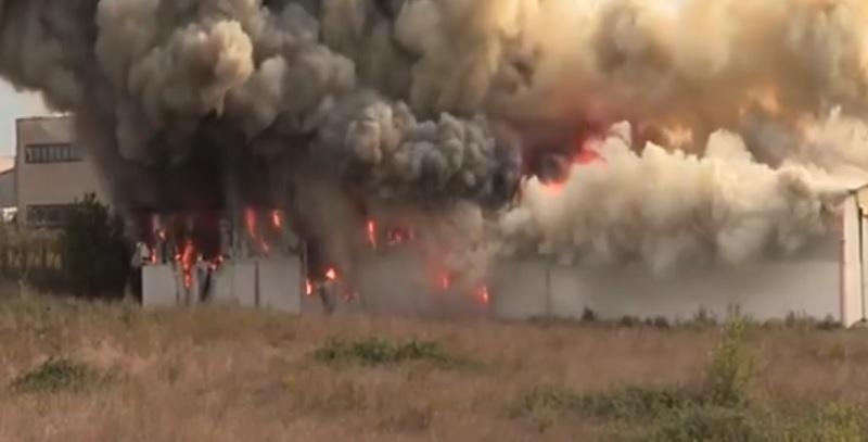 San Salvatore Telesino. Incendio distrugge capannone