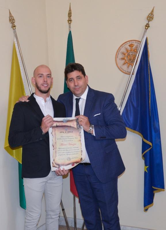 Airola. Il sindaco consegna attestato di merito a Mauro Venezia