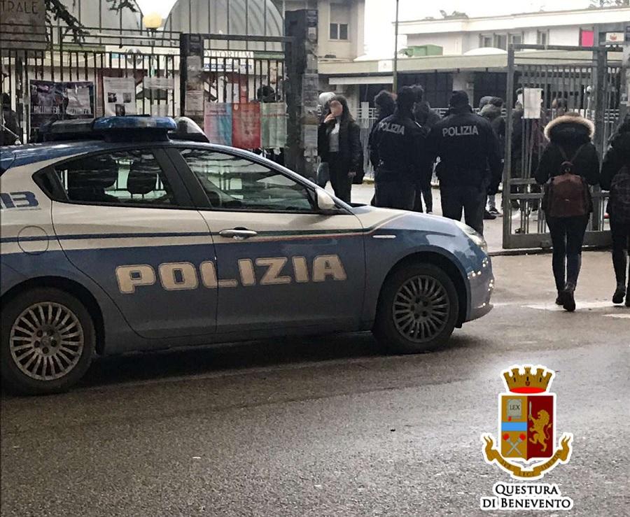 """""""Scuole Sicure"""", la Polizia di Stato torna in campo con attività di vigilanza e controllo presso gli istituti scolastici"""