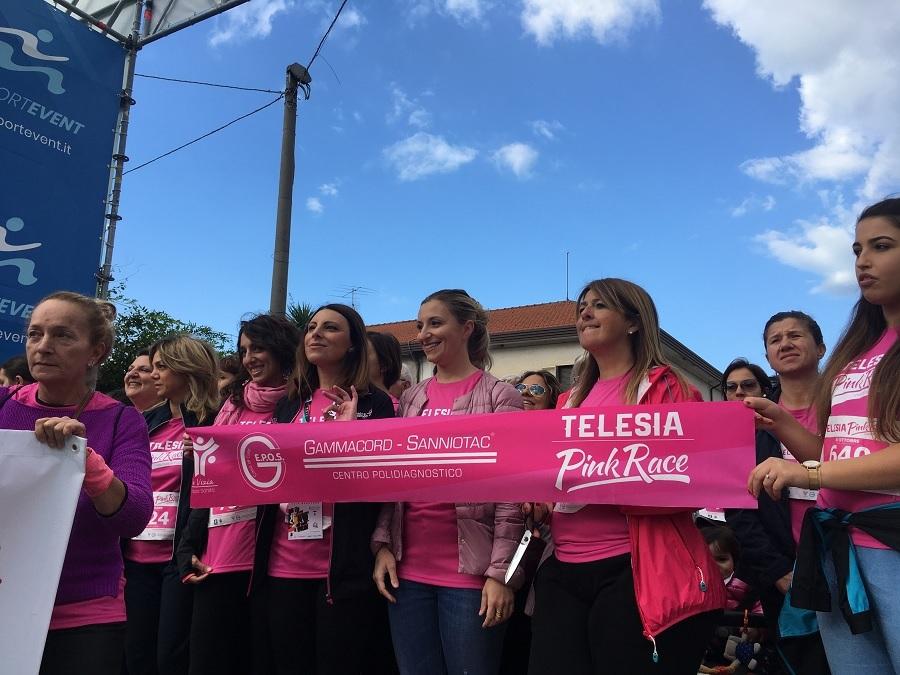 La Pink Race a quota tre, il fiume rosa di donne s'ingrossa: la gioia del Gruppo de Vizia Sanità