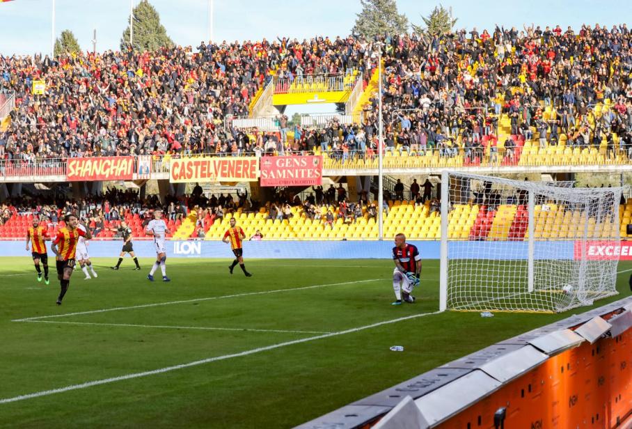 Il Benevento uno schiacciasassi. Anche il Crotone si inchina alla legge del Vigorito. Benevento 2  Crotone 0