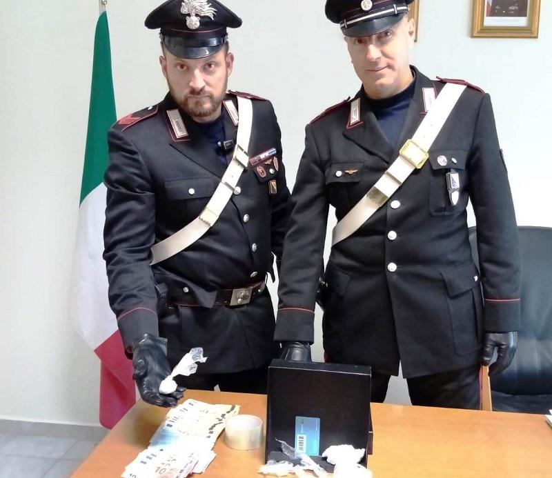 Benevento: 40enne nascondeva soldi e droga in casa.Arrestato dai carabinieri.