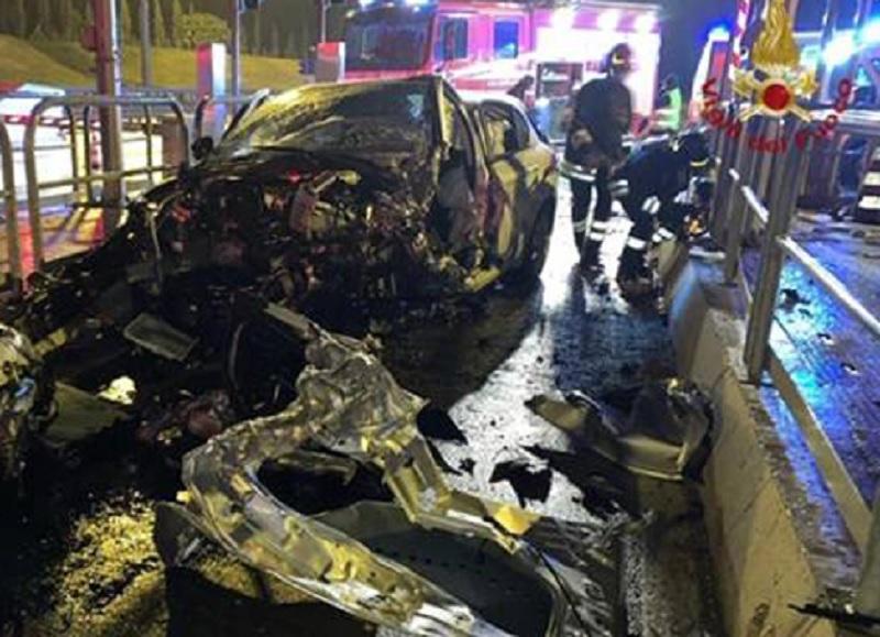 Incidente nei pressi di un casello autostradale nel livornese:muore un poliziotto beneventano