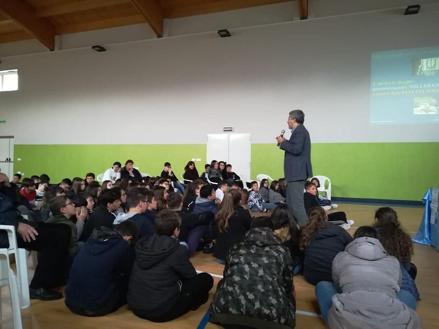 Limatola, dibattito a scuola su alcol e droga.