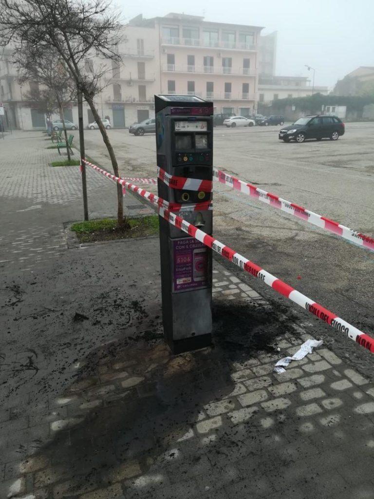 Benevento. Vandali in azione in Piazza Cardinal di Pacca, incendiate due parcometri