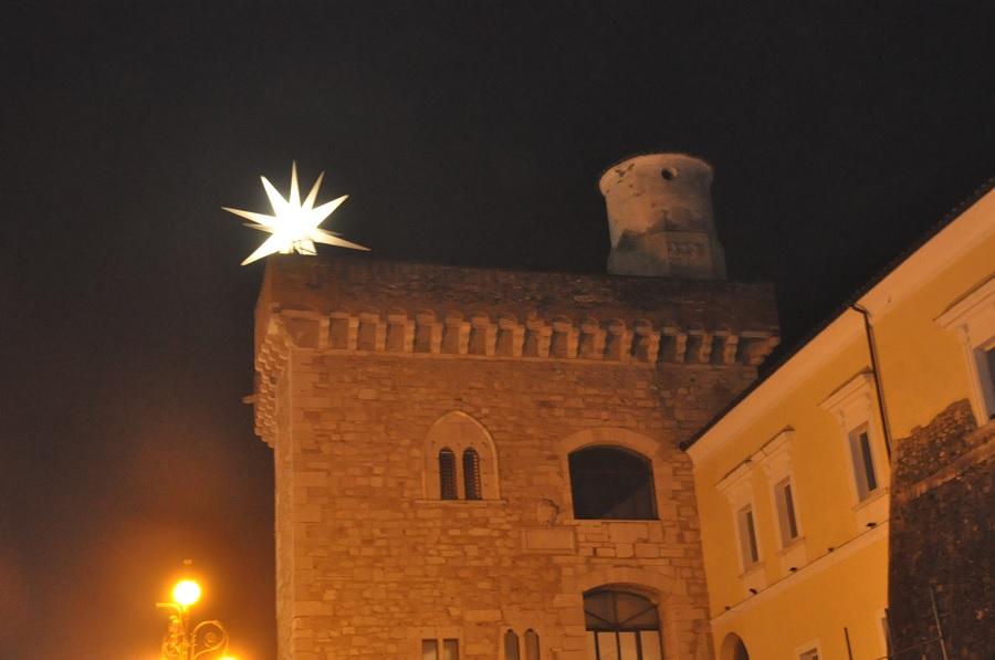 """Torna a splendere la """"Stella cometa"""" sul Torrione longobardo alla Rocca dei Rettori."""