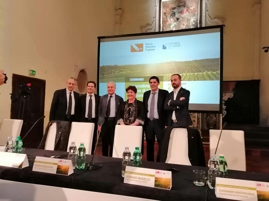 """Il Ministro Bellanova : """"Tutelare la produzione di vini del Sannio e combattere i dazi americani"""""""