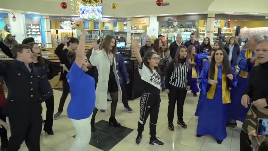 Accademia Santa Sofia. Successo del flash mob natalizio su facebook