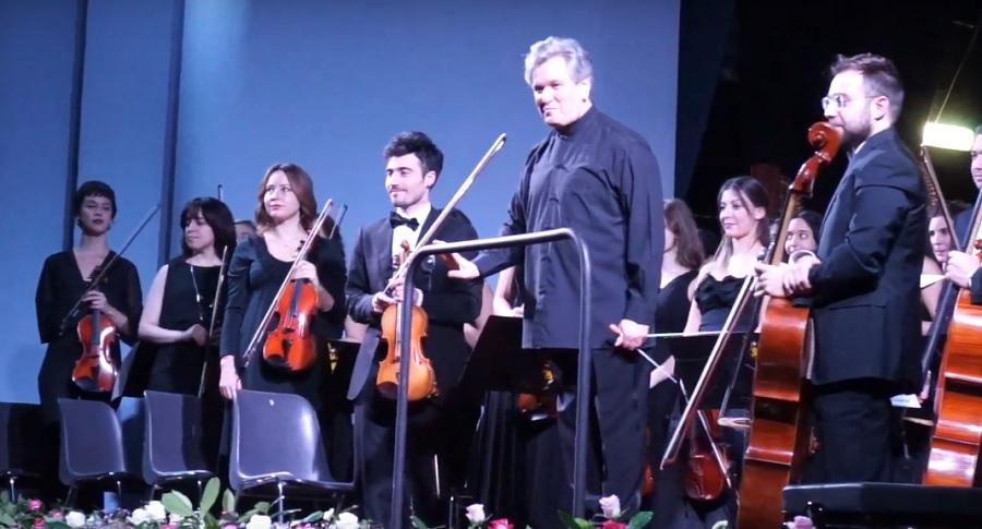 Sir Antonio Pappano e l'Orchestra Filarmonica di Benevento ammaliano gli spettatori