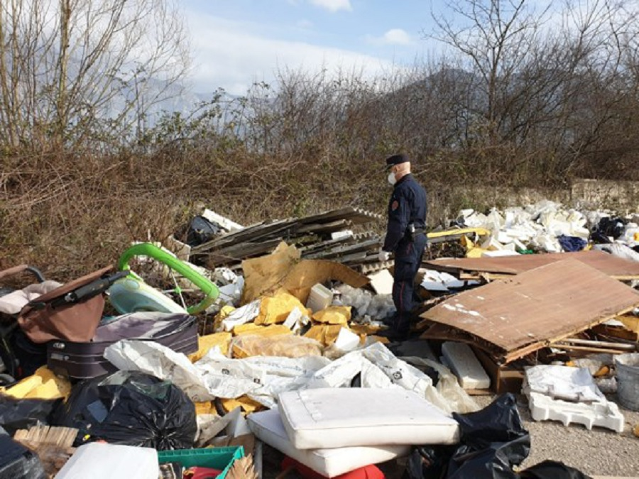 Puglianello:sequestro di un area utilizzata da ignoti come discarica di rifiuti speciali e pericolosi