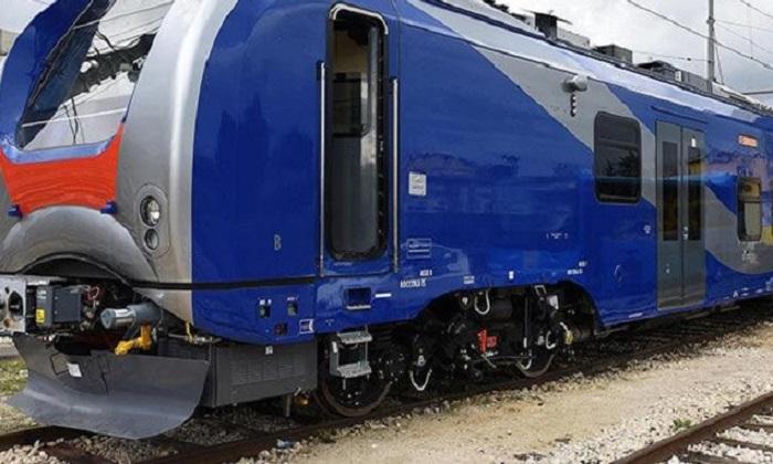 Treno Eav Napoli – Benevento esce dai binari. Tanta paura per i passeggeri, ma nessun ferito.