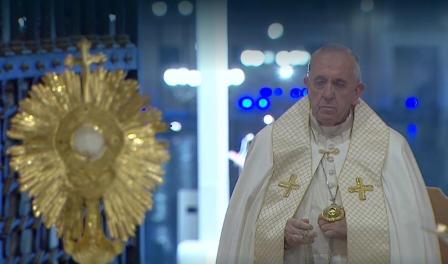 "Coronavirus. Papa Francesco prega e impartisce la benedizione ""Urbi et Orbi"""