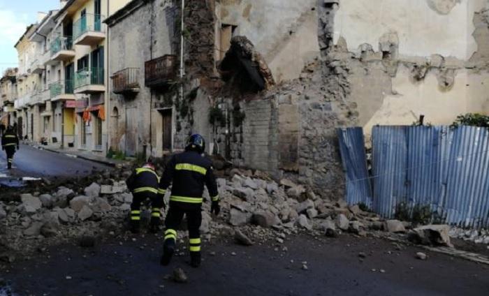 Crolla parte di una palazzina in disuso a San Giorgio del Sannio