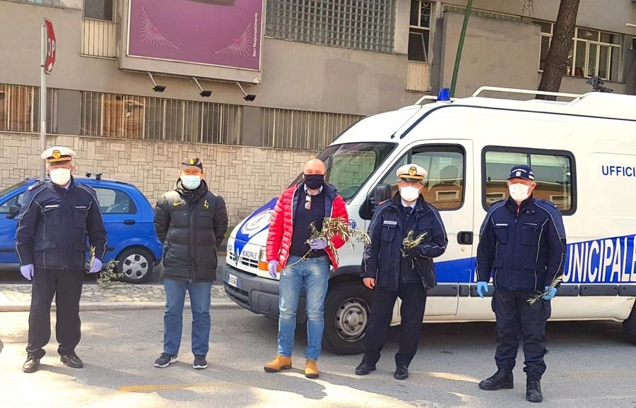 Anche oggi, domenica delle Palme, è continuata la distribuzione delle mascherine da parte del Comune di Benevento