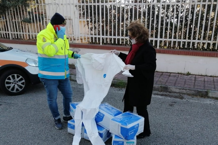 Sandra Lonardo dona 150 tute alla Misericordia, Croce Rossa e 118