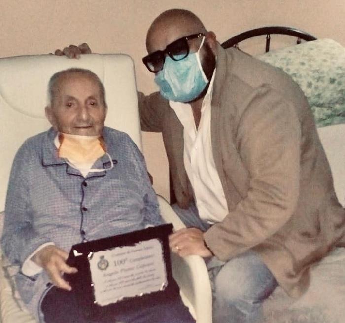 Auguri e targa a nonno Angelo che compie 100 anni dal sindaco Giuseppe Lombardi