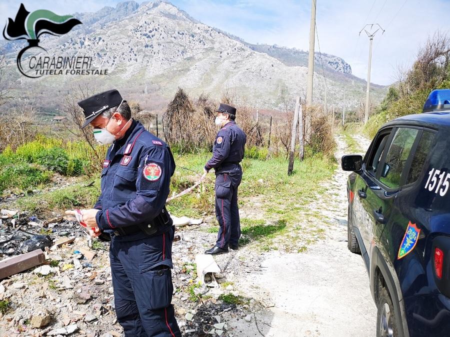 """Lotta agli """"abbandonatori seriali"""" di rifiuti immortalati dalle telecamere dei Carabinieri Forestali"""