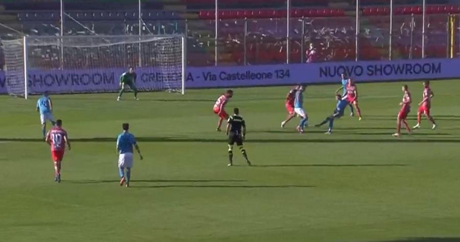 Il Benevento riprende il discorso da dove lo aveva lasciato. La serie A è dietro l'angolo.Cremonese 0 Benevento 1