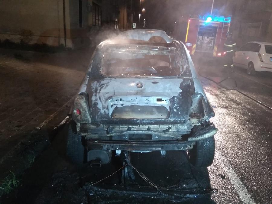 Benevento. Auto in fiamme nella notte al Rione Libertà