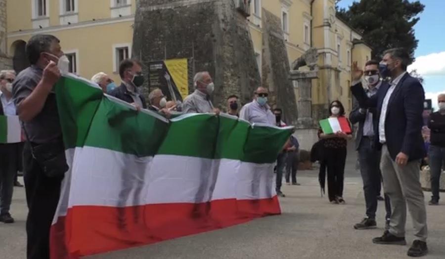 Centrodestra. Flash Mob in piazza Castello contro le scelte del Governo