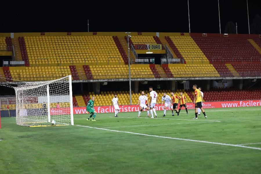 Il Benevento ritrova la vittoria contro un coriaceo Livorno battendo i labronici per 3 a 1.