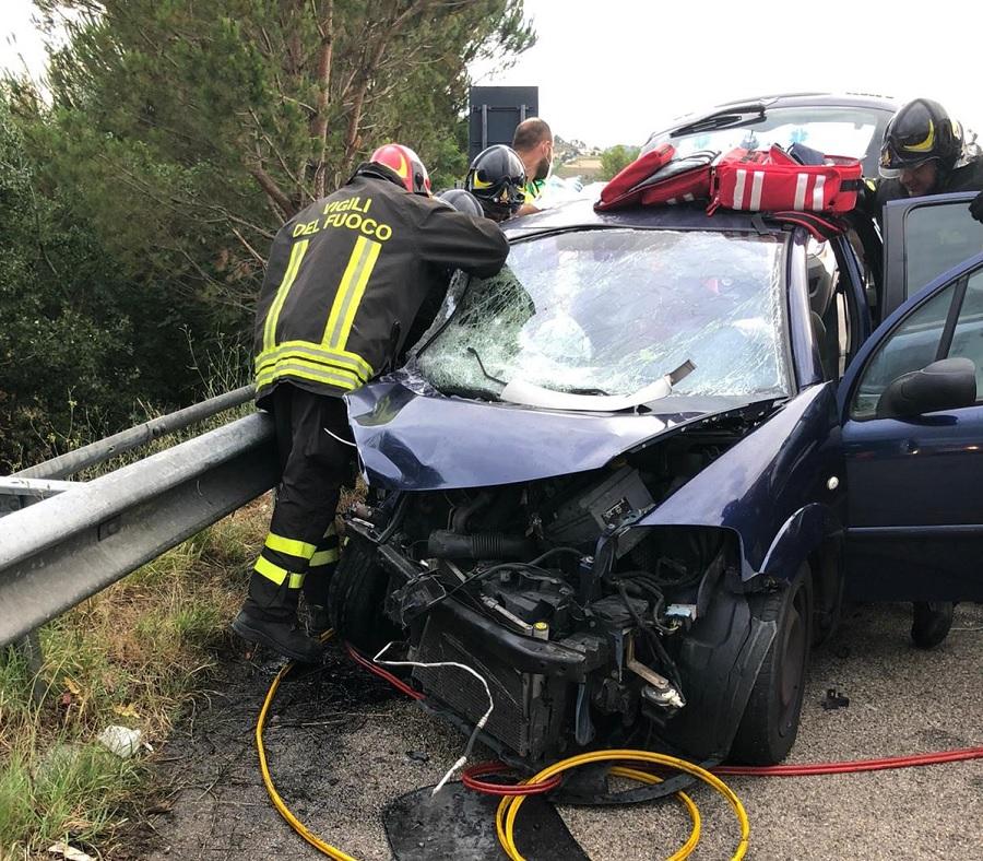 Benevento, tangenziale ovest. Si scontrano frontalmente due autovetture, 4 i feriti.