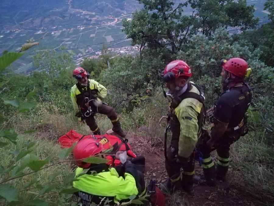 Giovani caduti nel dirupo a Paupisi, all'alba concluse le operazioni di salvataggio