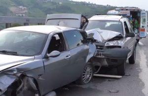 Scontro sulla Telesina, coinvolte più auto in un tamponamento.Un ferito in codice rosso