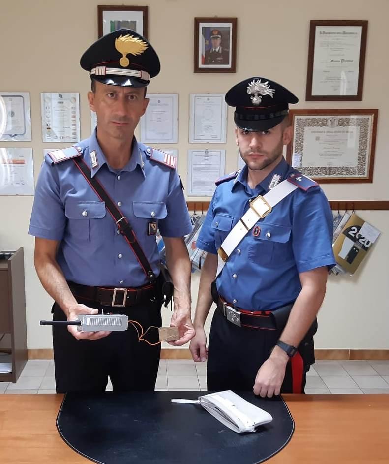 Ceppaloni: controlli dei carabinieri che hanno denunciato due pregiudicati napoletani sorpresi dai carabinieri con jammer e arnesi da scasso