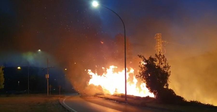 Benevento, incendio in città. Le fiamme divampano alla Rotonda dei Pentri.